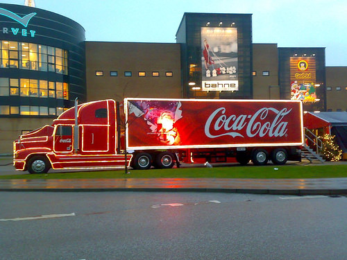 <!--:en-->Vezi camioanele Coca Cola de Craciun! Christmas trucks Coca-Cola 2012 <!--:-->