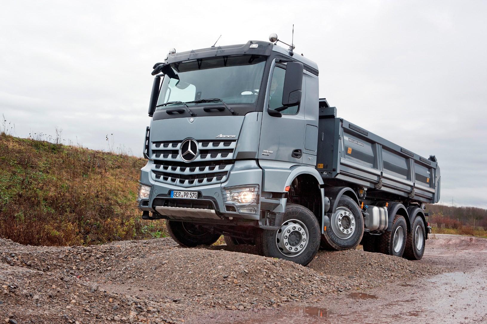 Imagini si detalii tehnice in premiera cu noul Mercedes Arocs 2013