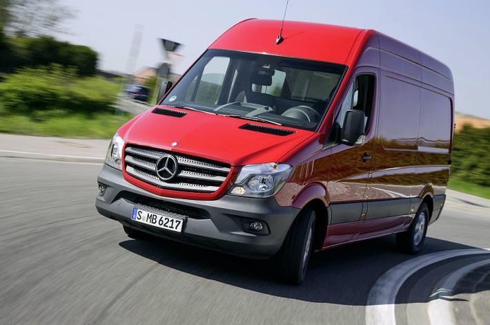 Mercedes Sprinter 2013 primeste in premiera sistemul Crosswind Assist Intervention
