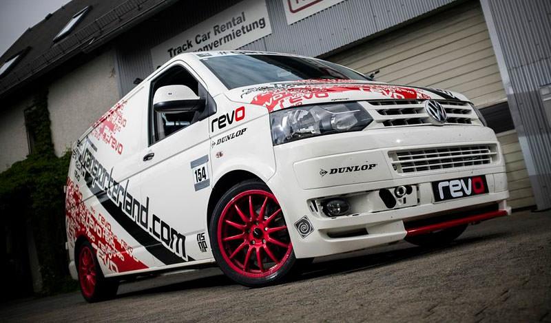 VW Transporter T5  2.0 BiTDI parcurge un tur la Nurburgring in mai putin de 10 minute