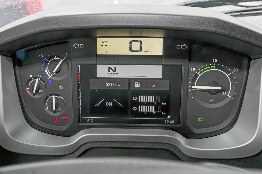 Primul test cu noul camion renault t 520 comfort 2014 for Interieur camion renault t