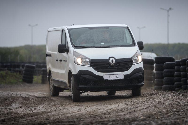 Test Drive in premiera nationala cu noul Renault Trafic X-Track 2017-Un Van 4×2 cu pretentii de utilitara 4×4