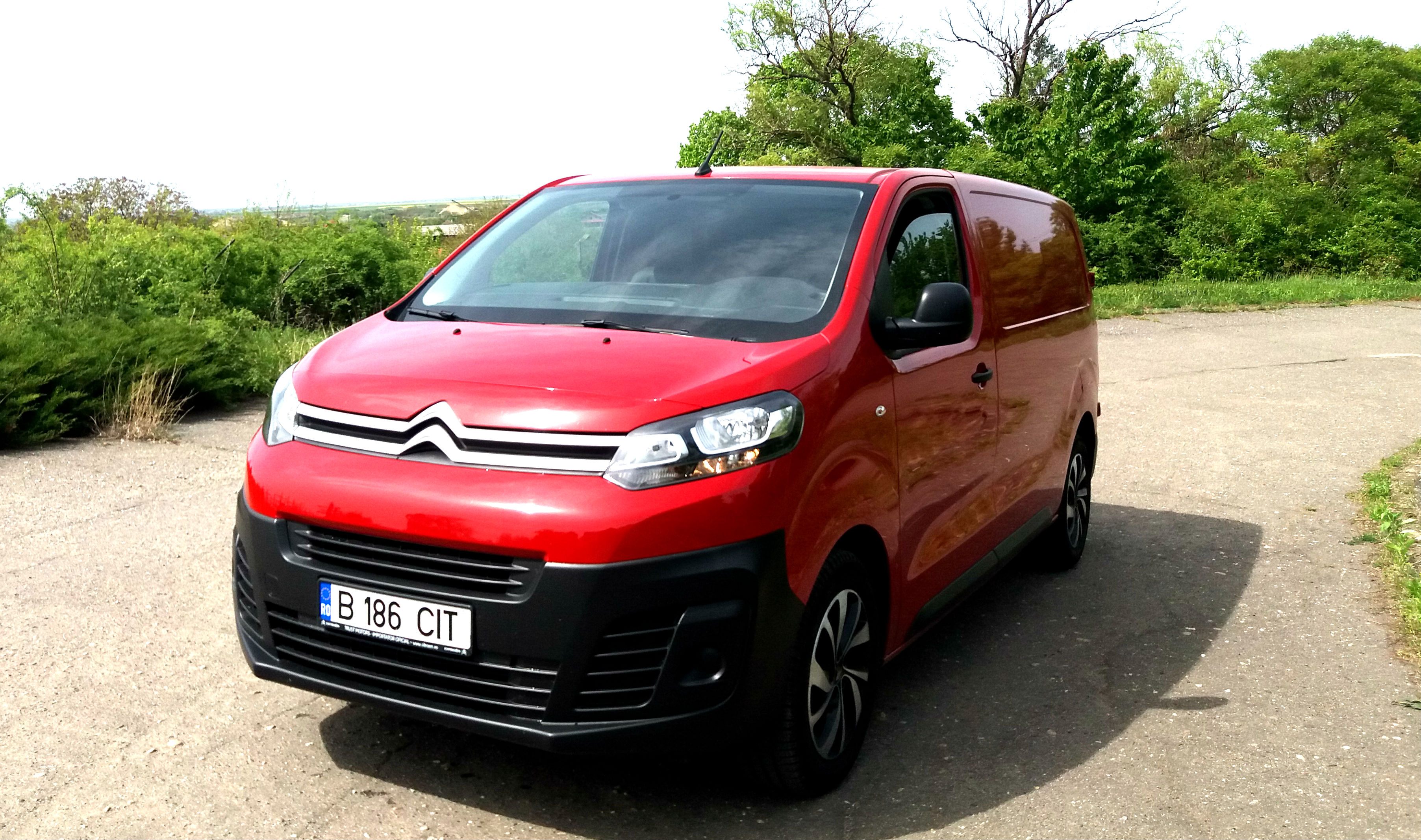 Citroen Jumpy 2017 1.6 BlueHDI S&S 115 CP, test drive, drive test, test premiera whattruck, test autolatest, test Citroen Jumpy 2017 1.6 BlueHDI S&S 115 CP, consum Citroen Jumpy 2017 1.6 BlueHDI S&S 115 CP, lista preturi Citroen Jumpy 2017 1.6 BlueHDI S&S 115 CP, bucuresti timisoara Citroen Jumpy 2017 1.6 BlueHDI S&S 115 CP, test consum Citroen Jumpy 2017 1.6 BlueHDI S&S 115 CP, 0-100 km.h Citroen Jumpy 2017 1.6 BlueHDI S&S 115 CP, valoare de revanzare, vw transporter t6 vs Citroen Jumpy 2017 1.6 BlueHDI S&S 115 CP, renault trafic 1.6 dci vs Citroen Jumpy 2017 1.6 BlueHDI S&S 115 CP, toyota proace 1.6 DID vs Citroen Jumpy 2017 1.6 BlueHDI S&S 115 CP
