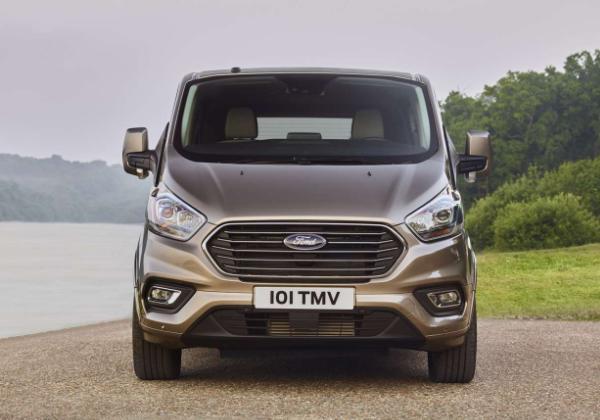 Ford Tourneo Custom primeste un amplu facelift 2017! Motorizare 2.0 TDCi de 103 CP
