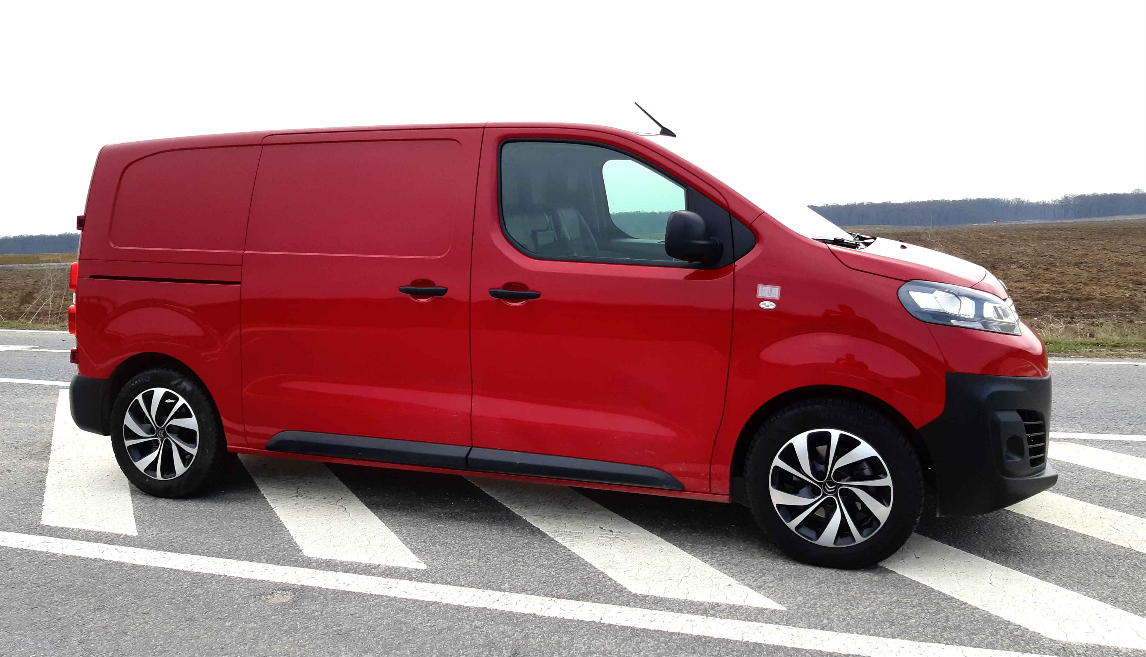 Citroen Jumpy 2018 1.6 BlueHDI S&S 115 CP, test drive, drive test, test premiera whattruck, test autolatest, test Citroen Jumpy 2018 1.6 BlueHDI S&S 115 CP, consum Citroen Jumpy 2018 1.6 BlueHDI S&S 115 CP, lista preturi Citroen Jumpy 2018 1.6 BlueHDI S&S 115 CP, bucuresti timisoara Citroen Jumpy 2018 1.6 BlueHDI S&S 115 CP, test consum Citroen Jumpy 2018 1.6 BlueHDI S&S 115 CP, 0-100 km.h Citroen Jumpy 2018 1.6 BlueHDI S&S 115 CP, valoare de revanzare, vw transporter t6 vs Citroen Jumpy 2018 1.6 BlueHDI S&S 115 CP, renault trafic 1.6 dci vs Citroen Jumpy 2018 1.6 BlueHDI S&S 115 CP, toyota proace 1.6 DID vs Citroen Jumpy 2018 1.6 BlueHDI S&S 115 CP