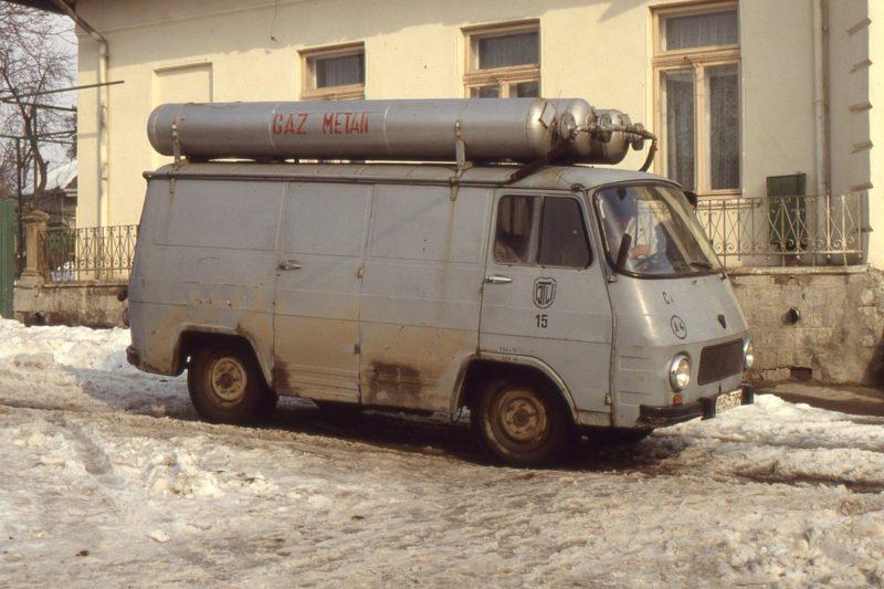 Comunistii din Romania aveau TV pe GPL insa si autobuze si camioane pe GPL