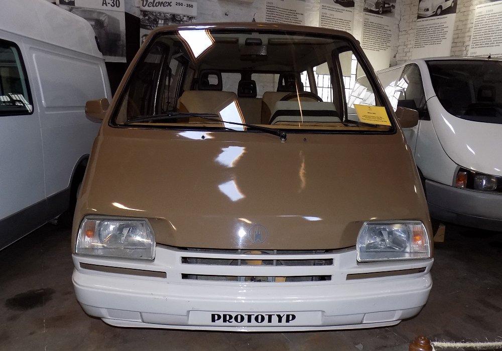 Skoda / BAZ MNA 900, imagini Skoda / BAZ MNA 900,dubita concept Skoda / BAZ MNA 900 interior Skoda / BAZ MNA 900, anii 80 Skoda / BAZ MNA 900, inainte de vw Skoda / BAZ MNA 900