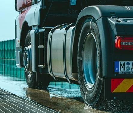 Bridgestone lanseaza noile anvelope de camioane si autobuze Duravis R002 si COACH-AP 001