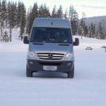 sfaturi condus iarna, cum conducem pe zapada, specialisti anvelope autosoft, anvelope pentru zapada, supravirare subvirare pe zapada, derapaj controlat zapada
